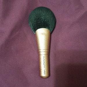 MAC brush 140ses